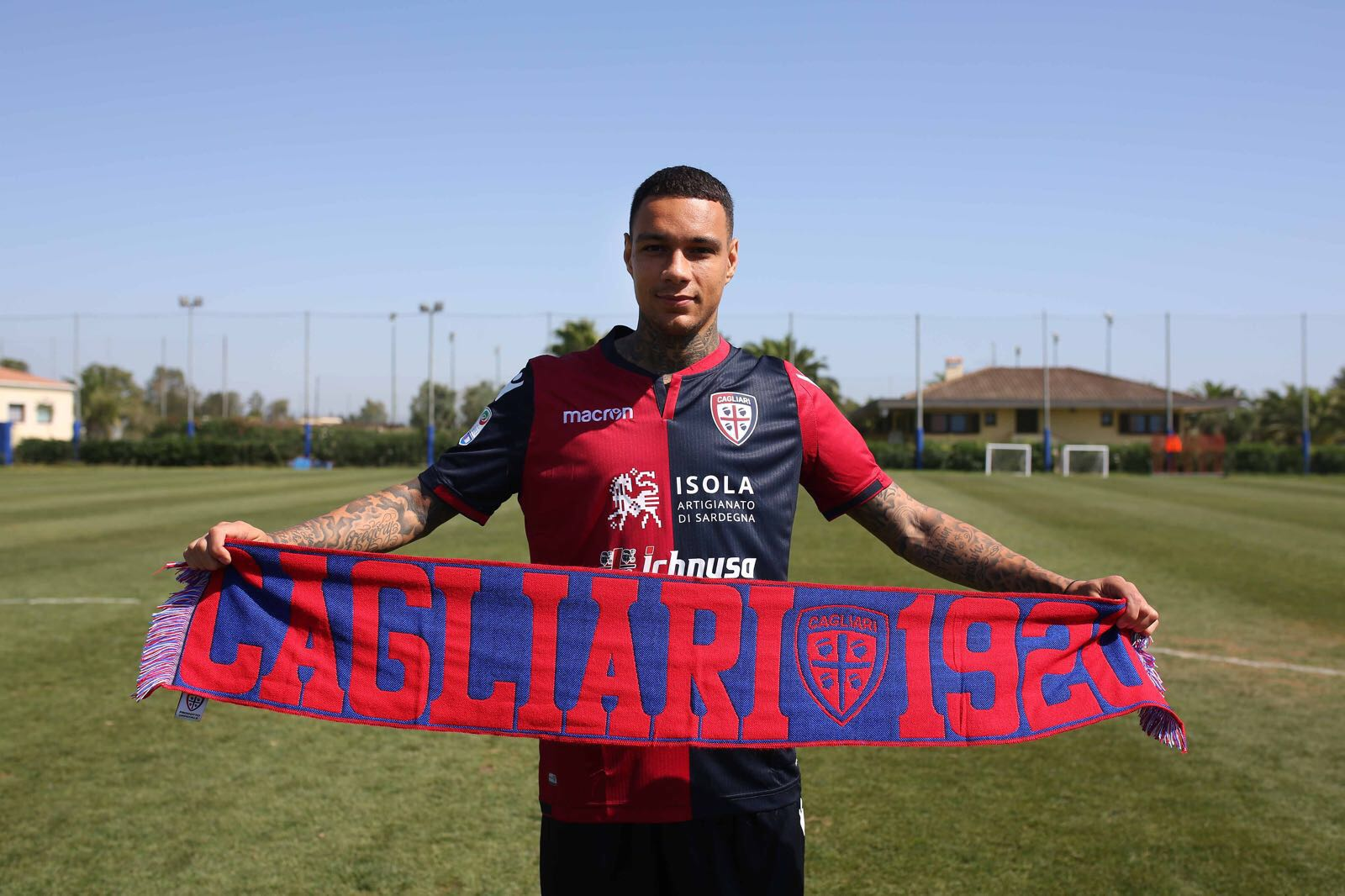 Gregory van der Wiel at Cagliari