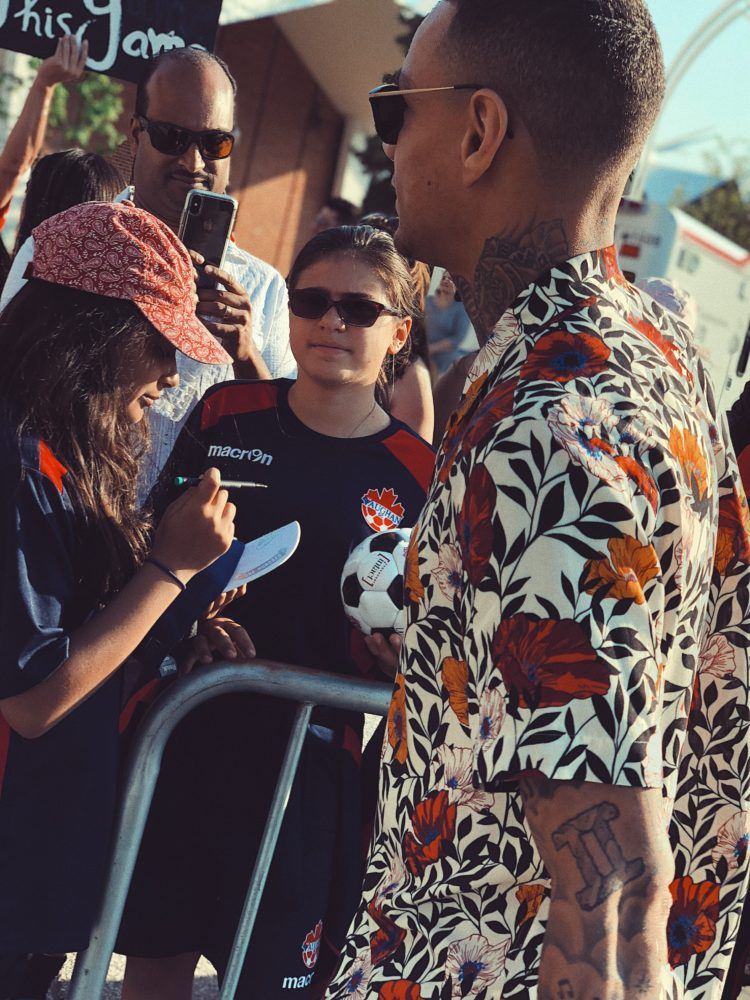 Gregory van der Wiel posing for fan pictures