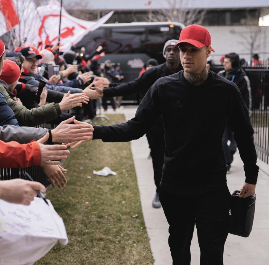Gregory van der Wiel - greeting fans