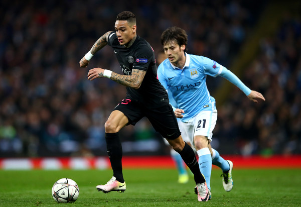 Gregory van der Wiel vs Manchester City